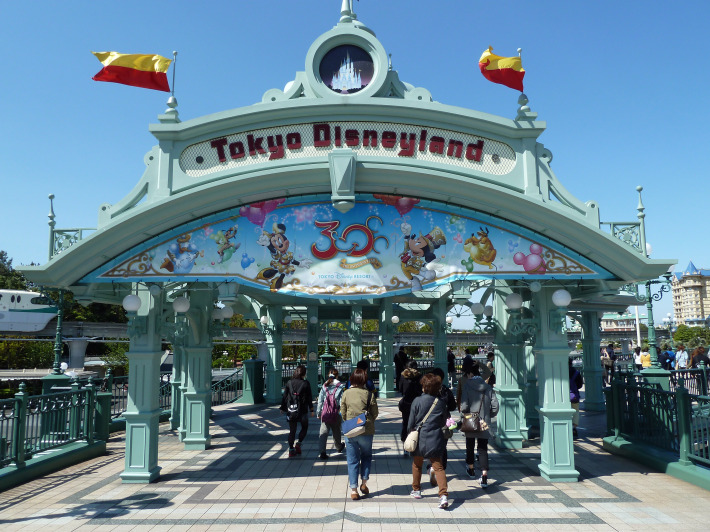By Rob Young from United Kingdom (Tokyo Disneyland Entrance) [CC BY 2.0], via Wikimedia Commons