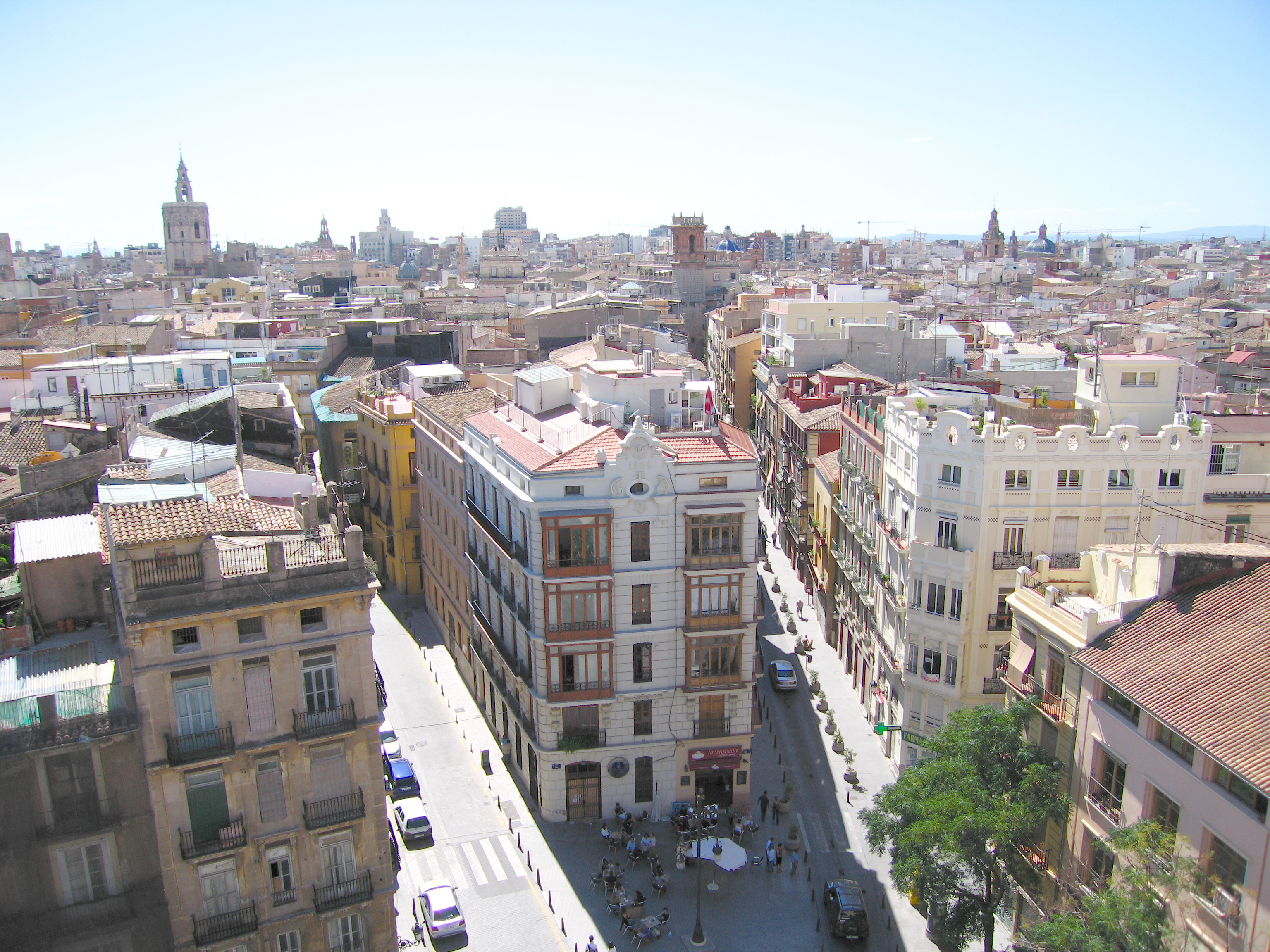 Going to Valencia? Click here to discover the best travel tips to take full advantage of your trip to Valencia!